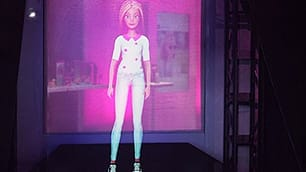 Barbie mai vista così: diventa un ologramma   Foto  10 cose che non sai