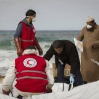 Migranti, nuova strage: ritrovati 74 corpi su spiaggia libica