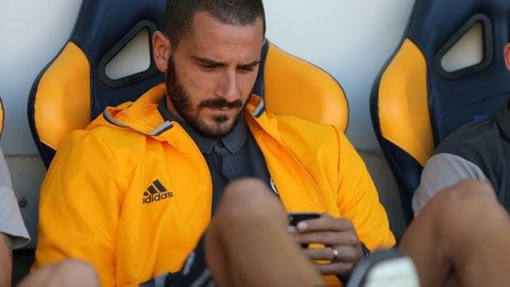 """Juventus, Bonucci punito va in tribuna. Allegri: """"Ho deciso io"""""""