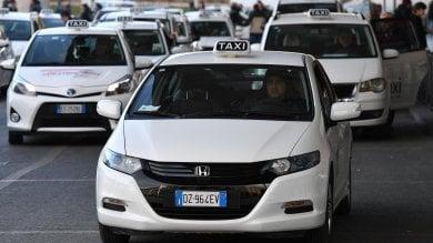 Taxi, ecco l'intesa: no limiti a Uber e Ncc ma scatta l'obbligo di licenze territoriali  ·Milleproroghe, sì definitivo dalla Camera