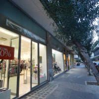 Commercio: la grande chiusura dei negozi in Centro, ma crescono gli ambulanti