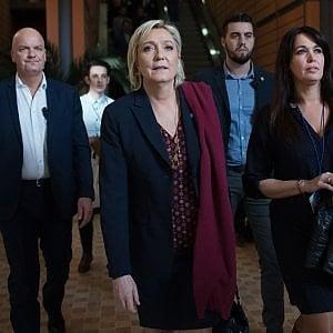Francia, finanziamenti illeciti: indagata capo gabinetto di Marine Le Pen