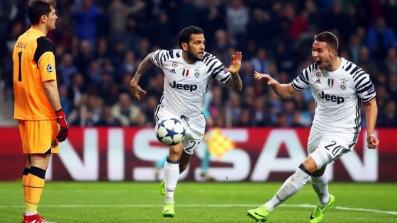 Porto-Juventus 0-2, Pjaca e Dani Alves ipotecano i quarti