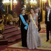 Spagna, la regina e la first lady: Letizia e Juliana incantano a Palazzo Reale