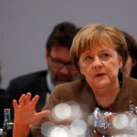 """Germania, il figlio di Kohl: """"Angela Merkel corresponsabile della morte di mia madre"""""""