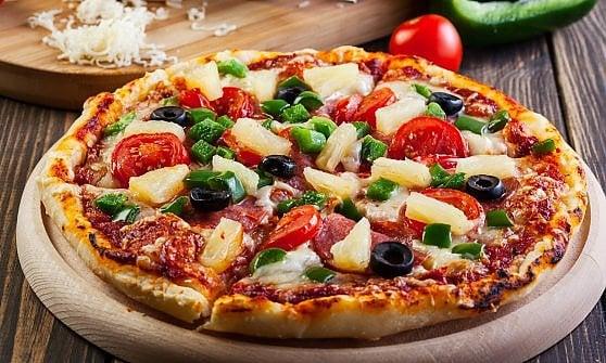 """""""Pizza all'ananas vietata per legge"""": la crociata (scherzosa ma non troppo) del premier islandese"""