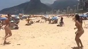 Le ragazze del 'futevolei' Palleggi e acrobazie in spiaggia