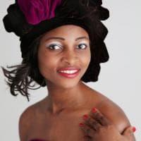 Un turbante africano dopo la chemio