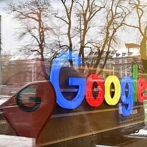 Google accusa: progetti dell'auto senza pilota rubati e poi finiti a Uber