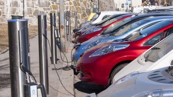 carro elétrico, cobalto cada vez mais escasso e caro: em risco a produção de baterias