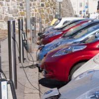 Auto elettrica, cobalto sempre più scarso e costoso: a rischio la produzione di batterie