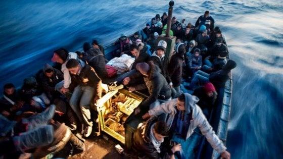 Migranti, tornano gli sbarchi: il 2017 sarà anno record. Ed è polemica sulla legge sui minori non accompagnati