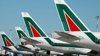 """Alitalia, raggiunta intesa su contratto Sindacati: """"Ora piano per il futuro"""""""