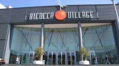 Milano, precipita nel vuoto al Bicocca Village durante la serata con gli amici