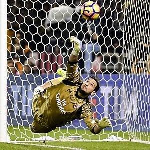 """Milan, i 18 anni di Donnarumma. Buffon: """"Puoi segnare un'epoca"""""""
