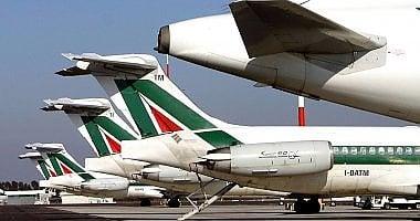 Alitalia, piano del governo: soluzione entro Pasqua o c'è il commissariamento