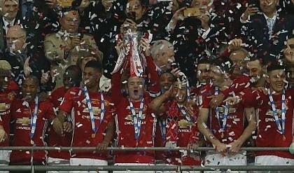 A Wembley trionfa il Manchester Ancora un titolo per Mou e Ibra