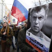 Mosca, in migliaia sfilano per ricordare Boris Nemtsov