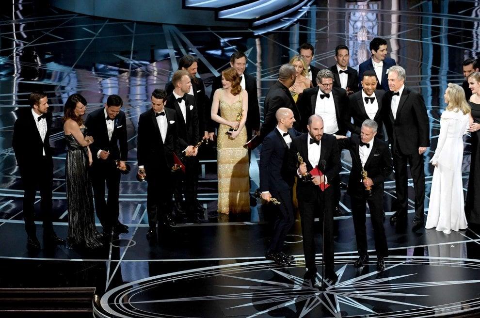 """Oscar 2017, dalla gioia alla delusione: quei due minuti in cui """"La La Land"""" è stato miglior film"""