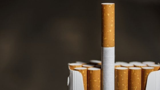 Sigarette, pagarle di più per ammalarsi di meno