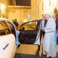 """La mobilità """"green"""" di Papa Francesco userà l'auto elettrica"""