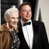 SpaceX, nel 2018 due turisti intorno alla luna