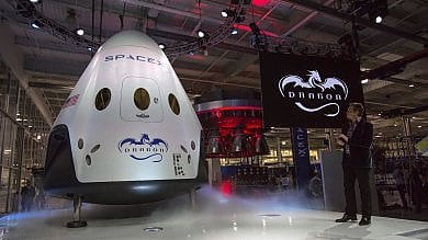 SpaceX, il visionario Musk: nel 2018 turisti intorno alla Luna