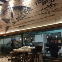 Bucatini del pirata & panino all'astice: Fisherman Burger convince (ma non del tutto)