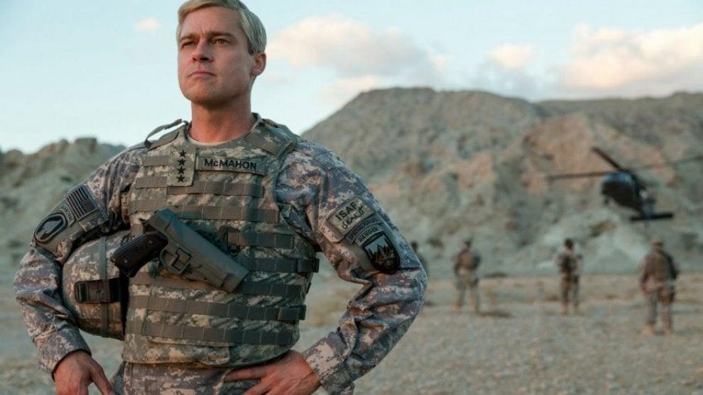 Brad Pitt capelli argentati per la serie 'War Machine', ecco le sue trasformazioni