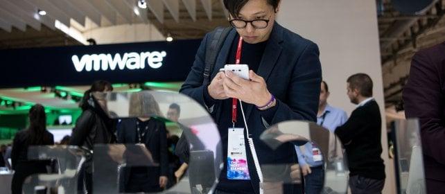 """C'era una volta lo smartphone europeo """"Cina e Corea ci battono con un clic"""""""