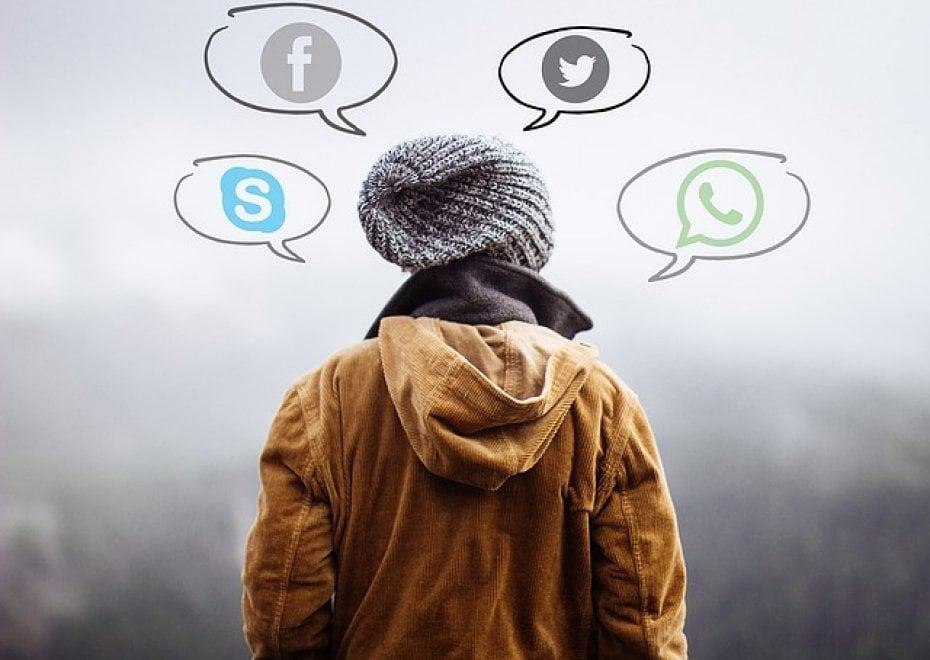 Non solo social: dalla musica alla chat, le nuove mete digitali dei teenager