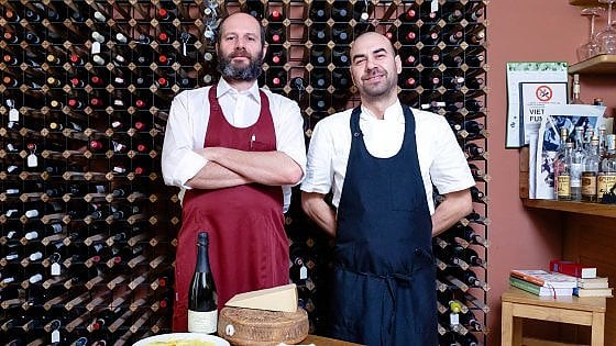 A Parma c'è un oste che resiste a piatti alla moda e vini palestrati
