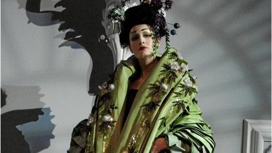 Con il kimono, il corpo in stile libero