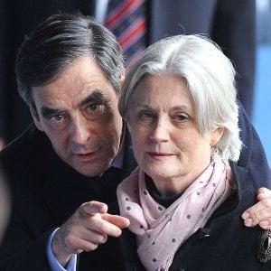 """Francia, Penelope Fillon rompe il silenzio: """"Mio marito vada fino in fondo"""""""