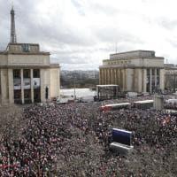 Francia, marea di sostenitori per Fillon al Trocadero. Lui: