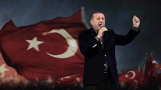 """Erdogan attacca la Germania: """"Siete ancora nazisti"""""""