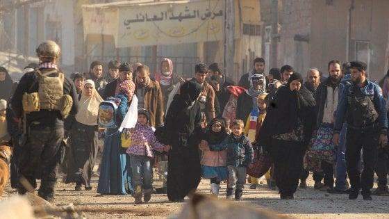 Iraq, l'esercito avanza a Mosul ovest: riprese sedi governative. Resta il dilemma dei civili ostaggio dell'Isis