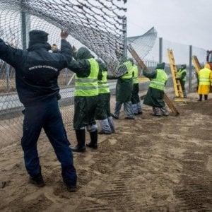 Ungheria, stretta su migranti: detenzione in campi al confine per tutti i richiedenti asilo