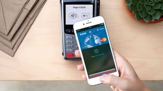 Si paga con l'iPhone: Apple Pay arriva in Italia