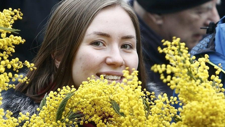 Inghilterra, Russia, Polonia: le donne scendono in piazza per l'8 marzo. Sette fermi a Mosca