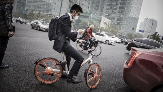 Il bike sharing sopra Pechino. Nonostante lo smog
