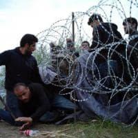 """Ungheria, l'accusa delle Ong: """"La legge contro i rifugiati viola il diritto"""