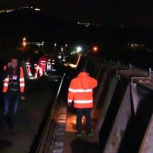 Selfie sui binari con treno in corsa, tredicenne travolto e ucciso in Calabria