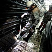 Giù nella miniera a 600 metri di profondità, per 600 dollari al mese