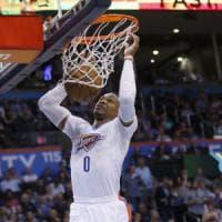 Basket, Nba: terzo stop di fila per Cleveland, San Antonio si inchina a Westbrook