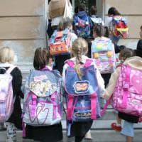 A scuola meglio il trolley. Bocciato lo zaino, fa male alla schiena dei bambini