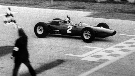 Addio al mito John Surtees, fu l'unico campione del mondo in F1 e moto