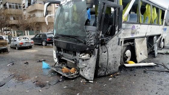 Siria, duplice attentato a Damasco contro pellegrini sciiti: almeno 40 le vittime