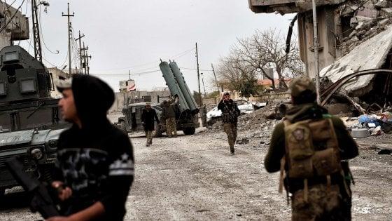 Iraq, trovata fossa comune con 500 cadaveri vicino Mosul