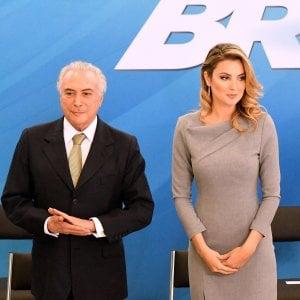 """Aiuto, i fantasmi"". E in Brasile il presidente Temer fugge dal palazzo"